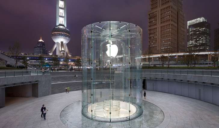Apple store in Pudong, Shanghai.