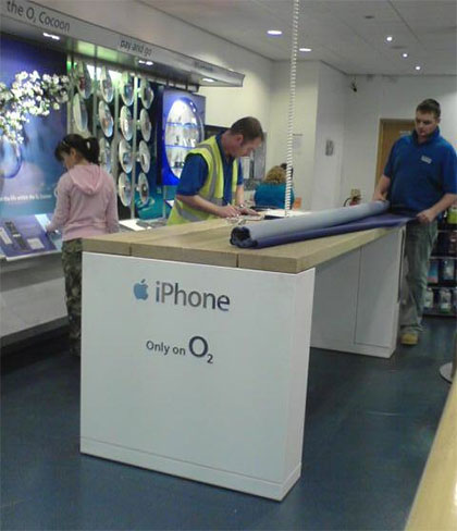 o2 stores setting up their iphone displays